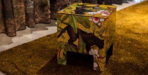 Tropisch krukje chair Ochre Panther